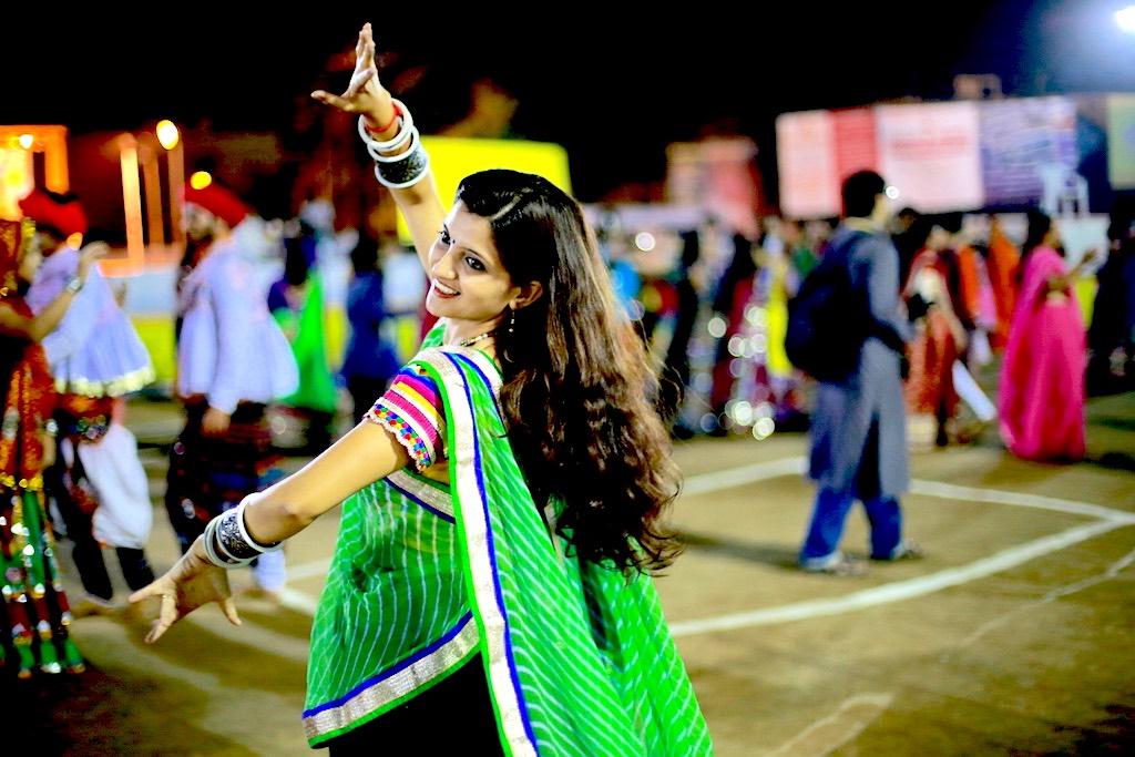 Live Gandhinagar Cultural Forum Navli Navratri 2015- Day 9 Garba