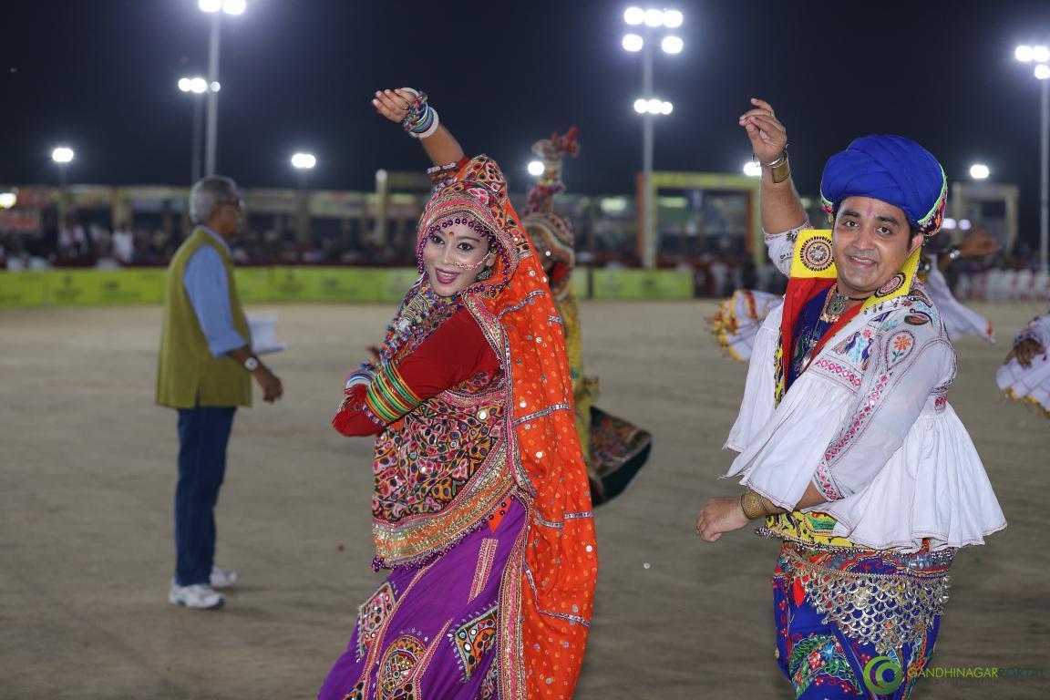 Live-Garba-Gandhinagar-Cultural-Forum-2019-Mega-Final-104