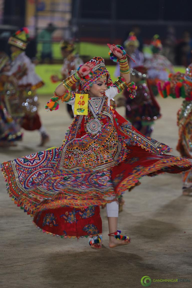 Live-Garba-Gandhinagar-Cultural-Forum-2019-Mega-Final-12
