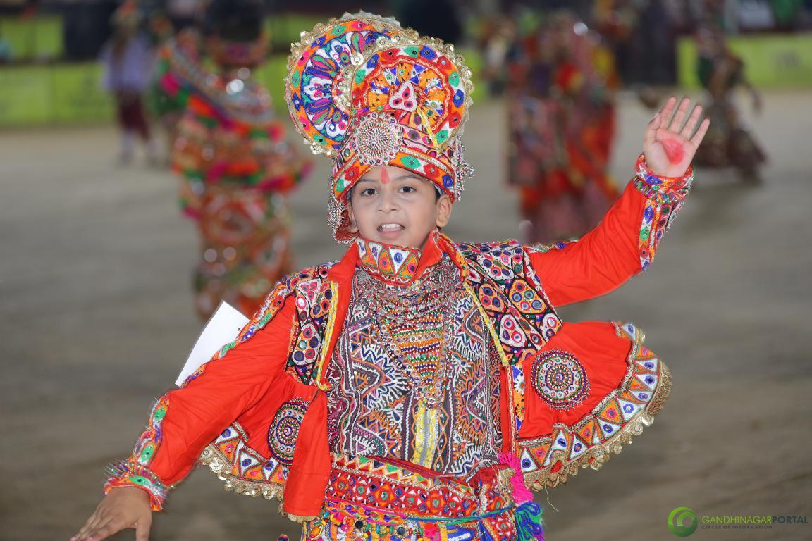 Live-Garba-Gandhinagar-Cultural-Forum-2019-Mega-Final-14