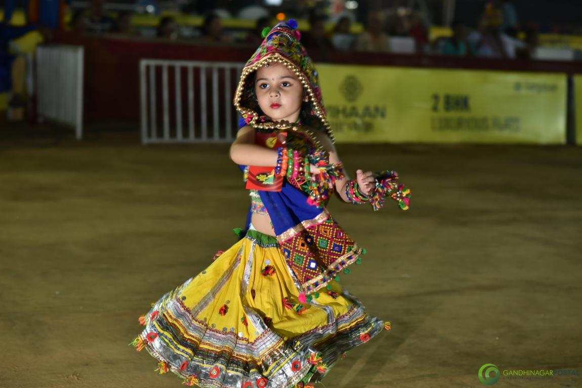 Live-Garba-Gandhinagar-Cultural-Forum-2019-Mega-Final-150