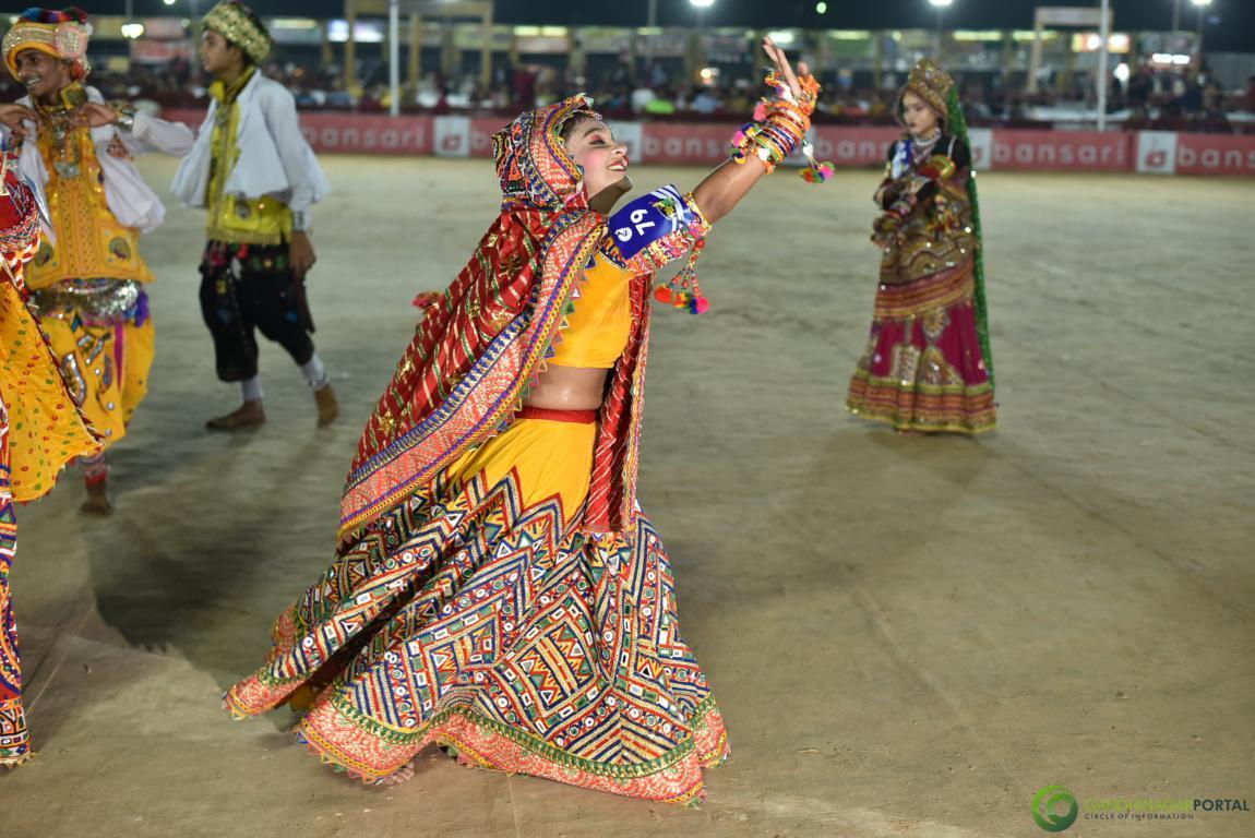 Live-Garba-Gandhinagar-Cultural-Forum-2019-Mega-Final-193