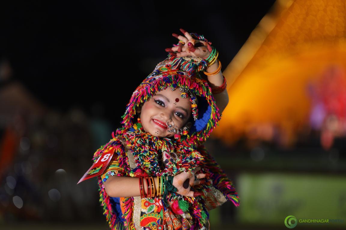 Live-Garba-Gandhinagar-Cultural-Forum-2019-Mega-Final-2