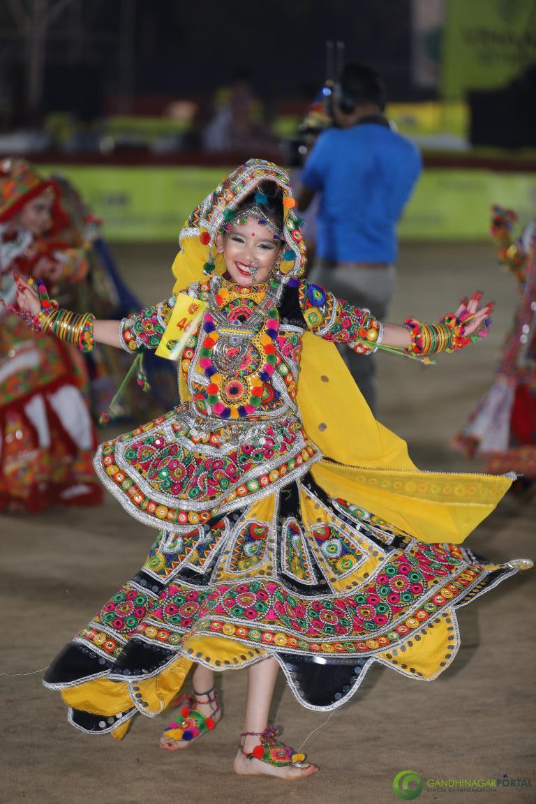 Live-Garba-Gandhinagar-Cultural-Forum-2019-Mega-Final-38