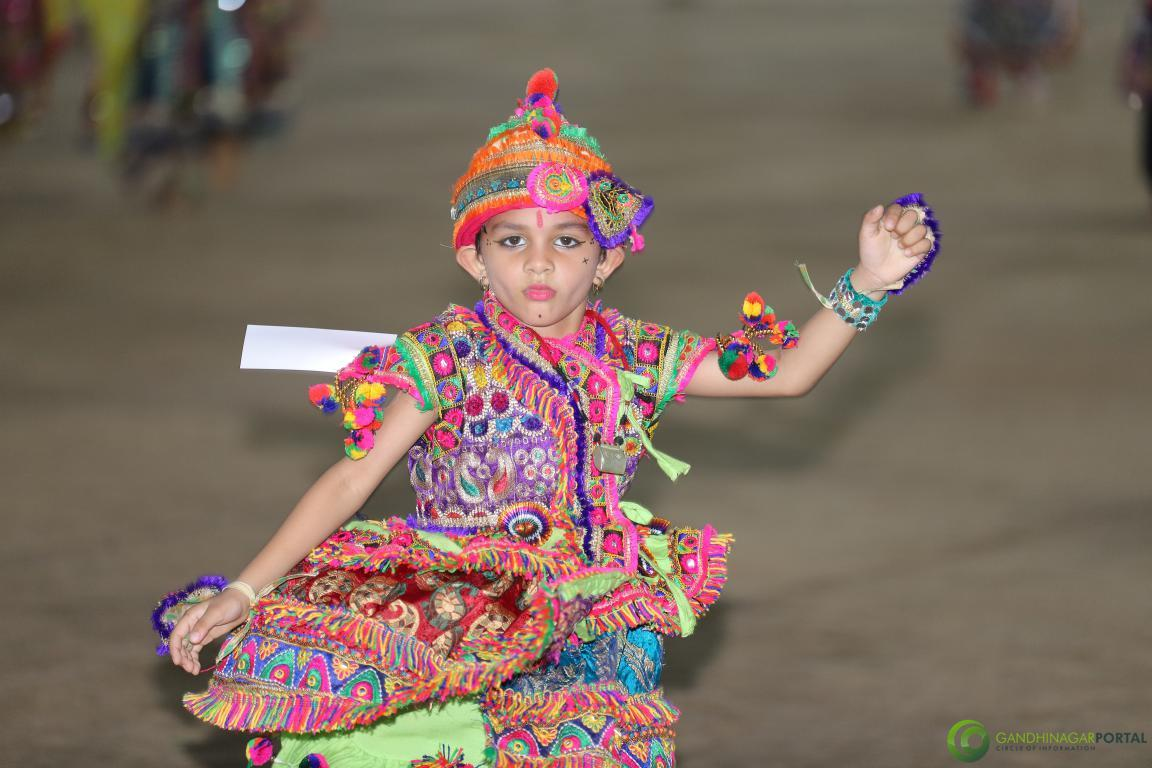 Live-Garba-Gandhinagar-Cultural-Forum-2019-Mega-Final-42