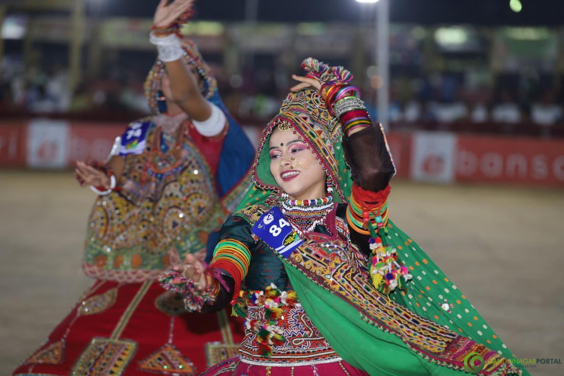 Live-Garba-Gandhinagar-Cultural-Forum-2019-Mega-Final-56